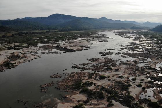 지난해 10월 31일 태국에서 촬영한 메콩강 하류의 모습. 환경론자들은 상류에 건설된 댐으로 메콩강이 메말라가고 있다고 비판하고 있다. [AFP=연합뉴스]