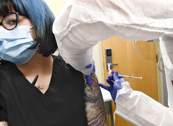 임산부는 백신 못 맞는다? 모더나·화이자 코로나 임상 암초