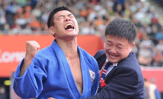런던올림픽 유도 금메달리스트 송대남(왼쪽)은 현재 중국 대표팀 총감독을 맡고 있다. [중앙포토]