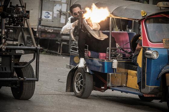 태국에서 펼친 자동차 추격 액션. 이번 영화는 전체 분량의 80%를 해외에서 촬영했다.