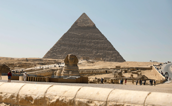 이집트 기자 지역의 대피라미드와 인근에 지어진 스핑크스의 모습. [로이터=연합뉴스]