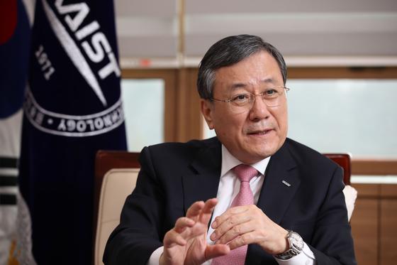 정부가 고발한 신성철 KAIST 총장, 검찰서 불기소 통보