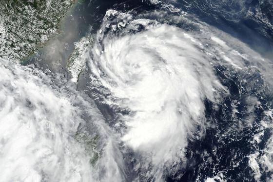 3일 나사 위성이 촬영한 태풍 하구핏의 모습. NASA=AP