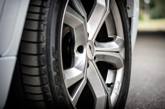 타이어 산업 침체는 석유화학사 부진의 원인으로 꼽힌다. 중앙포토