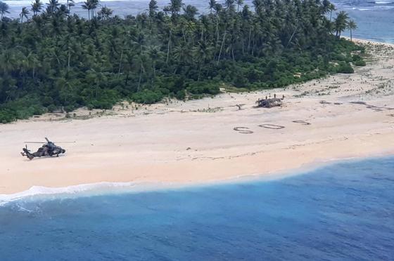 모래사장에 SOS 신호…태평양 표류선원 사흘만에 구조됐다