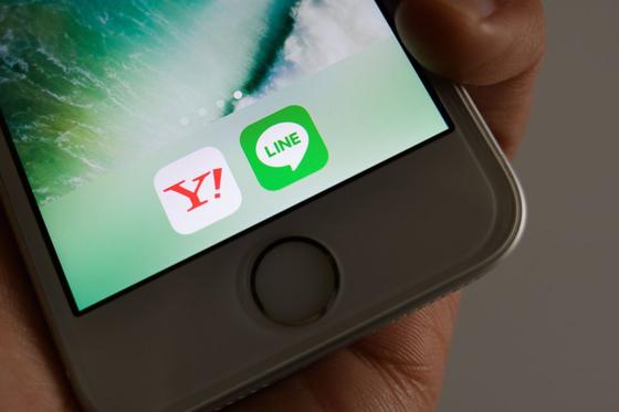 미국 월스트리트저널(WSJ)은 야후재팬과 라인의 경영통합이 중국 텐센트의 '위챗' 같은 '슈퍼 앱(Super App)'을 탄생시킬 것으로 관측했다. [사진 블룸버그통신]