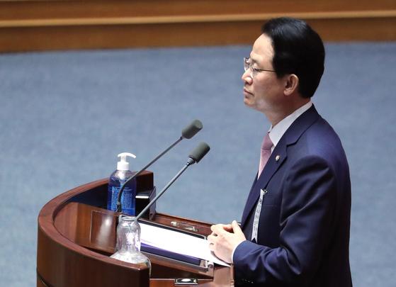 류성걸 미래통합당 의원 4일 오후 국회 본회의에서 반대 토론을 하고 있다. [연합뉴스]