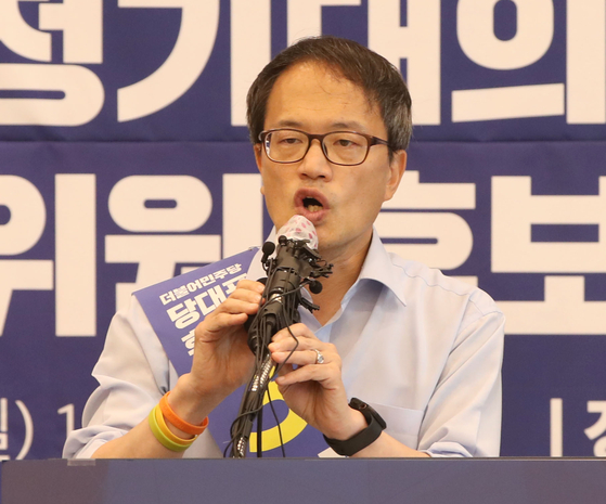지난달 26일 춘천시 세종호텔에서 더불어민주당 당대표, 최고위원 선출을 위한 합동연설회가 열렸다. 박주민 후보가 연설하고 있다. [중앙포토]
