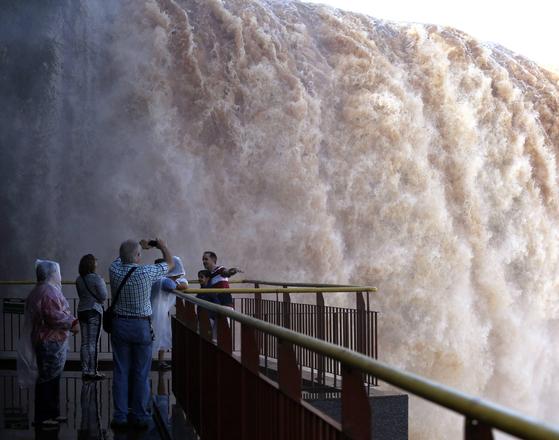 '세계 7대 자연경관' 브라질 이과수 국립공원, 4개월 만에 문 연다