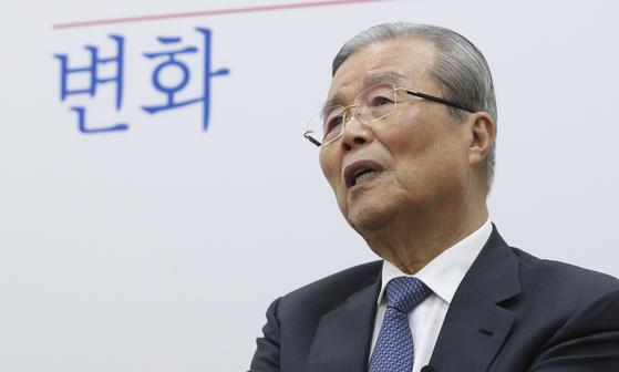 중앙일보와 인터뷰 중인 김종인 미래통합당 비상대책위원장. 임현동 기자