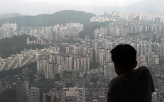 서울 영등포구 여의도 64아트에서 바라본 서울 아파트 모습. 뉴스1