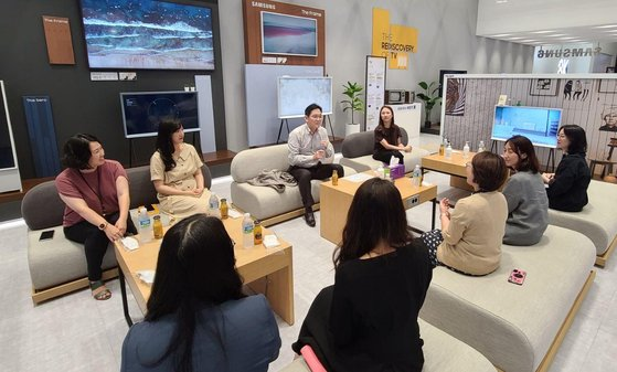 이재용 삼성전자 부회장이 6일 수원사업장에서 여성 임직원들과 간담회를 가졌다. 사진 삼성전자