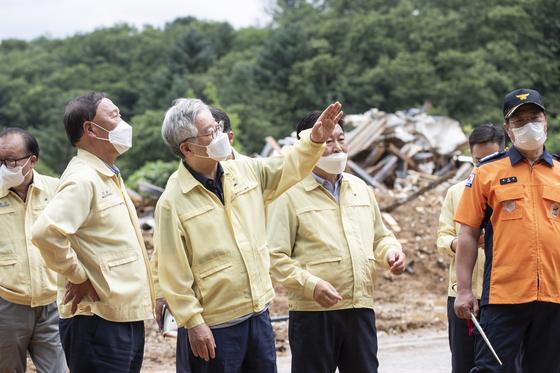 침수 현장 찾은 이재명…경기도 방문한 박주민과 회동은 불발