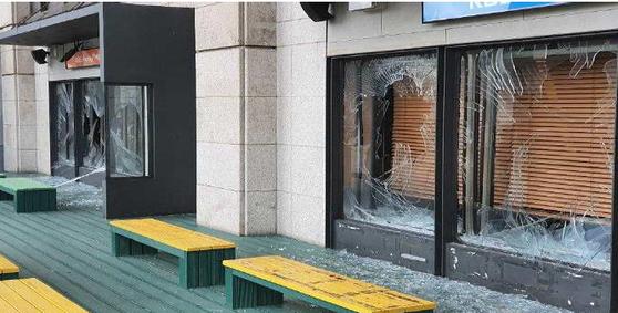 5일 파손된 KBS 본관 라디오 스튜디오 [사진 KBS 공영노조]