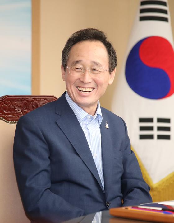 6일 제14대 시도지사협의회장에 선출된 송하진 전북지사. [사진 전북도]
