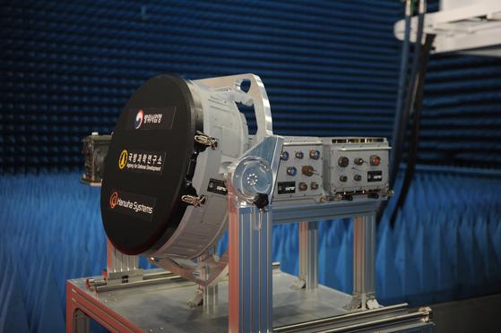 한국형 전투기(KF-X)에 탑재할 국산 능동위상배열(AESA) 레이더 시제품. [사진 방위사업청]