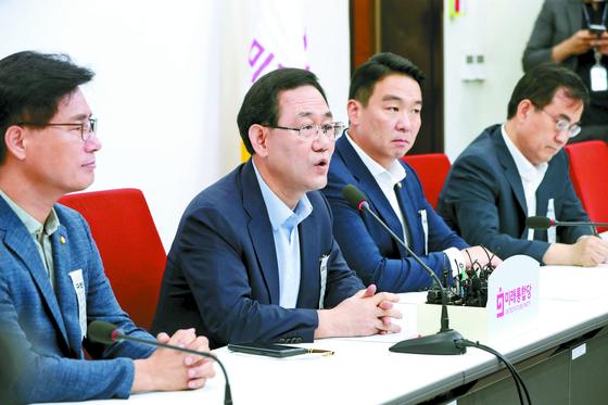 주호영 미래통합당 원내대표(왼쪽 둘째)가 6일 국회에서 기자간담회를 하고 있다. 오종택 기자