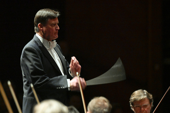 올해 100주년을 맞은 잘츠부르크 페스티벌이 8월1일 개막해 오는 30일까지 열린다. 사진은 22일 국내에도 생중계될 빈 필하모닉 콘서트를 지휘할 크리스티안 틸레만. (c) OFS Matthias Creutziger