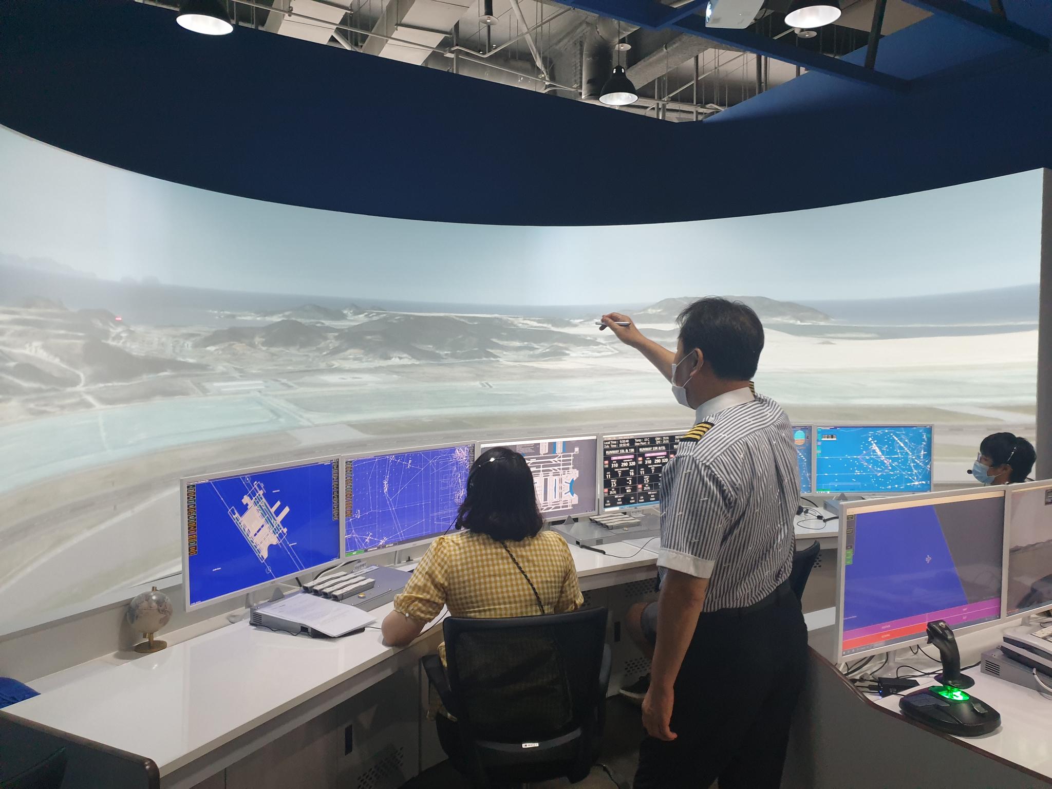 국립항공박물관에서는 항공기 관제사 체험을 할 수 있다. [강갑생 기자]