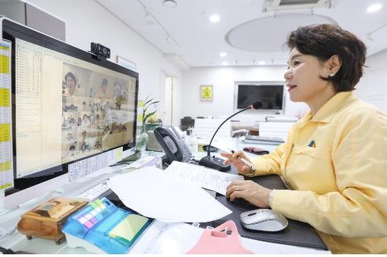 사진은 비대면 영상회의 중인 조은희 서초구청장. 사진 서울 서초구 제공.