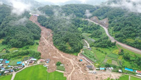 5명 참변 곡성 산사태…주민들 국도확장 공사장 토사 무너진것 [드론 영상]