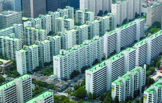 정부가 7일 임대주택 세제 보완조치를 내놨다. 관련법이 국회 문턱을 넘은지 3읾 만이다. 뉴스1