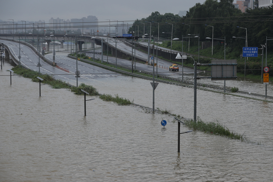 팔당댐 초당 1만1300톤 방류···내부순환·동부간선 등 통제
