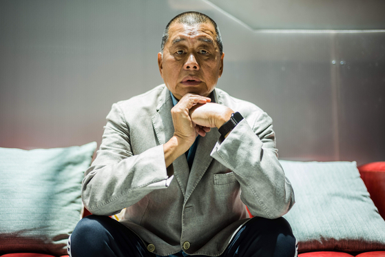 8월 10일 지오다노와 빈과일보를 창립한 지미 라이가 홍콩 보안법 위반 혐의로 전격 체포됐다. 사진은 지난 6월 16일 지미 라이가 AFP와의 인터뷰에서 포즈를 취하고 있는 모습이다. [AFP=연합뉴스]