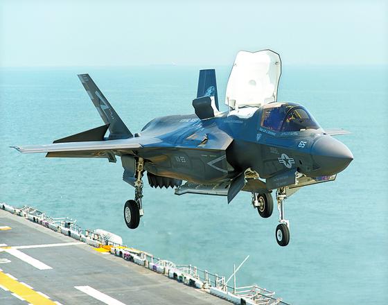 스텔스 전투기인 미국 해병대의 F-35B. 수직이착륙이 가능하다. [록히드마틴 제공]