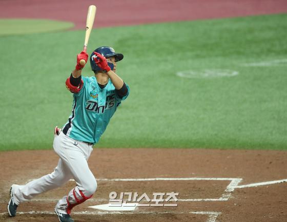 15일 서울 고척스카이돔에서 열린 프로야구 키움 히어로즈와 NC 다이노스의 경기. 5회초 무사 1,3루 상황에서 NC 노진혁이 3점 홈런을 치고 있다.