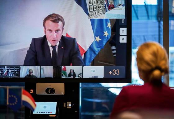 에마뉘엘 마크롱 프랑스 대통령의 주재로 9일 세계 지도자들이 참석한 가운데 레바논 지원을 위한 국제 화상회의가 열렸다. [AFP=연합뉴스]
