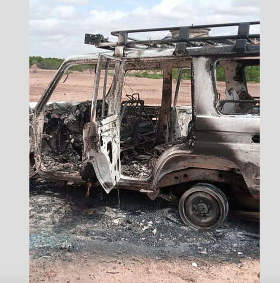 9일(현지시간) 아프리카 니제르 틸라베리주 야생동물 보호구역에서 무장괴한들이 니제르인 가이드 2명과 프랑스 구호단체 직원 6명이 탄 차량을 습격했다. 사진 트위터 캡처