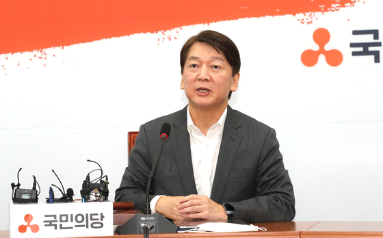 국민의당 안철수 대표가 10일 오전 서울 여의도 국회에서 열린 최고위원회의에서 발언하고 있다. 연합뉴스
