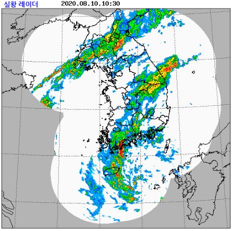 남부지방은 태풍과 태풍 앞쪽의 비구름대가 많은 비를, 중부지방은 북쪽으로 잠시 올라갔던 정체전선이 다시 활성화되면서 11일까지 또 많은 비를 내릴 것으로 보인다. 자료 기상청