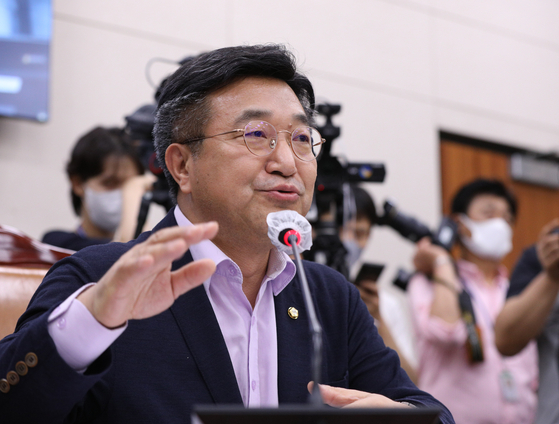 국회 법제사법위원회 위원장인 윤호중 더불어민주당 의원. 뉴스1