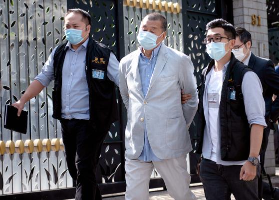 체포된 홍콩 언론 재벌 지미 라이. EPA=연합뉴스