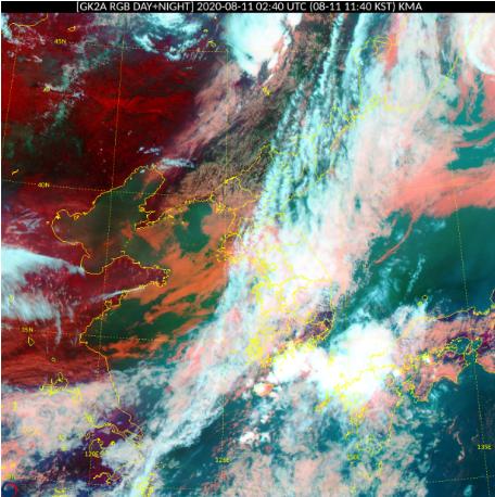 11일 한반도 위로 길게 뻗은 비구름이 중부지방과 전북~충북 지역을 오가며 비를 내린다. 이 구름은 12일 잠시 북쪽으로 올라갔다가 13일 다시 내려와 막바지 장맛비를 내릴 것으로 보인다. 자료 기상청