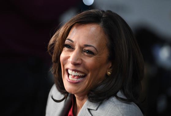 카멀라 해리스 미국 민주당 부통령 후보. 조 바이든 민주당 대통령 후보가 당선되면 해리스는 미국 첫 흑인 여성 부통령이 된다.[AFP=연합뉴스]