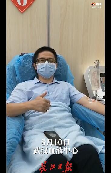 중국 우한에서 코로나 19에 걸렸다가 회복한 탕슈린이 지난 10일 자신의 혈장을 기증하고 있다. 그는 코로나 19에서 회복한 뒤 100여일 동안 11차례나 혈장을 기증했다. [웨이보]
