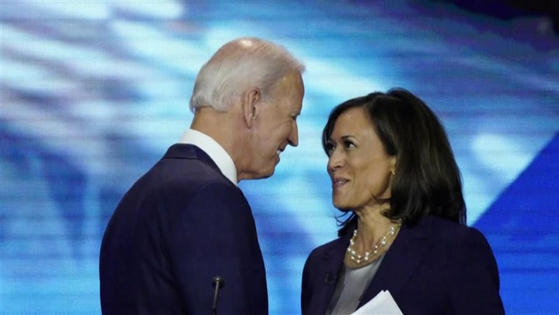 민주당 대통령 후보인 조 바이든(왼쪽)과 카말라 해리스.