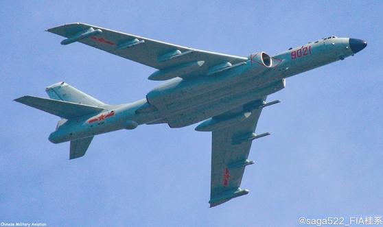중국 인민해방군 해군 항공대의 폭격기 H-6J. [사진 웨이보]
