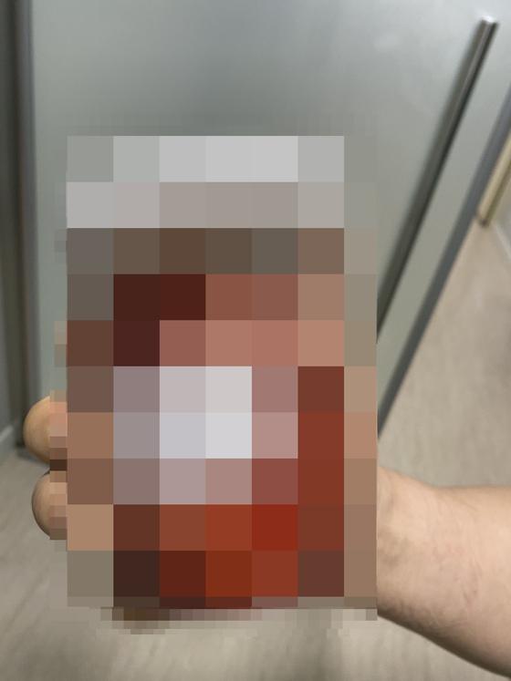 피해 산모 배 속에서 발견된 의료용 거즈. [피해 산모 가족 제공]
