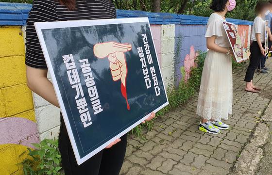 13일 오전 침묵시위 중인 중앙대 의대 학생들. 편광현 기자
