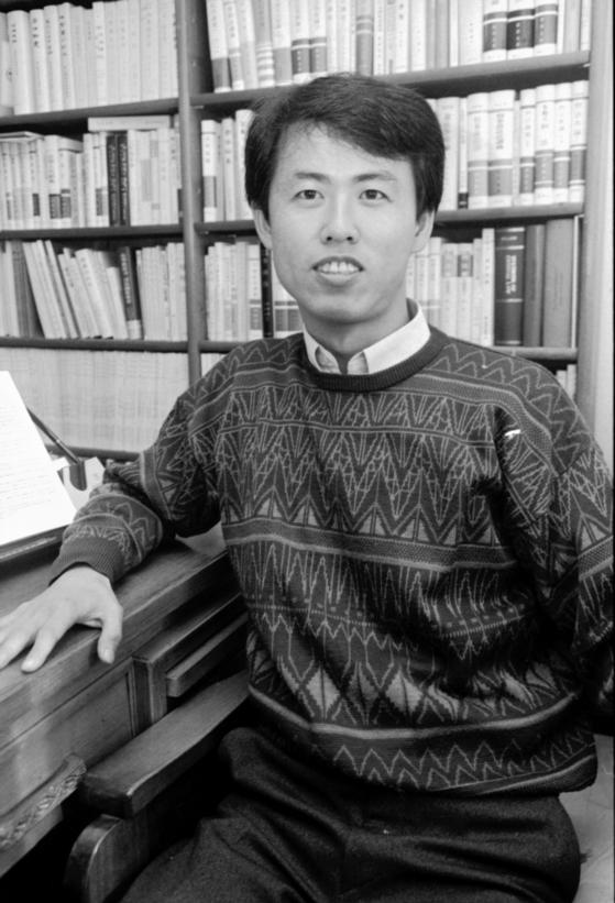 이흥구 대법관 후보가 1990년대 사법고시를 합격했을 때의 모습. 그는 국가보안법 위반 1호 사시합격자였다. [중앙포토]