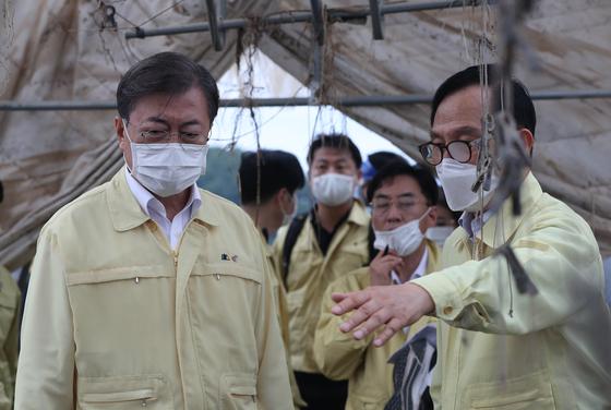 문재인 대통령이 지난 12일 호우피해 현장 방문에 나섰다. 청와대사진기자단