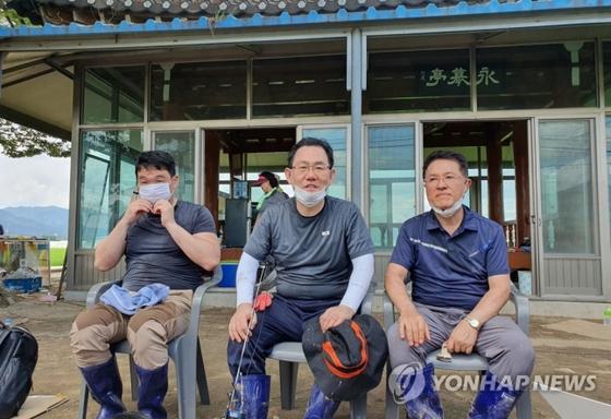 전북 남원 수해복구 작업 간담회 갖는 주호영 통합당 원내대표 [연합뉴스]
