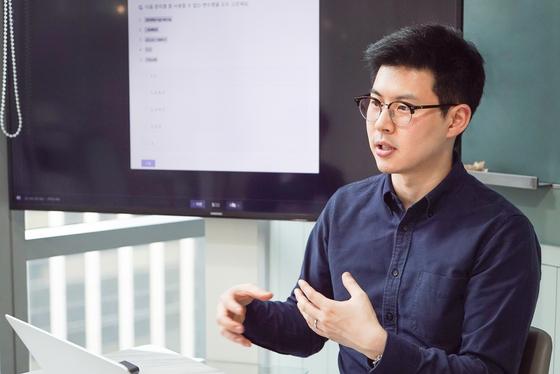 원격 코딩 플랫폼 엘리스의 김재원 대표가 회사 기술에 대해 설명하고 있다. [사진 엘리스]