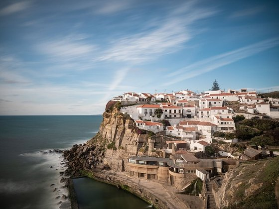 세계에서 은퇴자들이 살기 좋은 나라 1위로 꼽히는 포르투갈. 역사적인 문화유산에다가 도시에서 멀지 않은 곳에 눈부신 해변에 푸르른 계곡까지 자연도 다양하고 아름답다. [사진 pixabay]