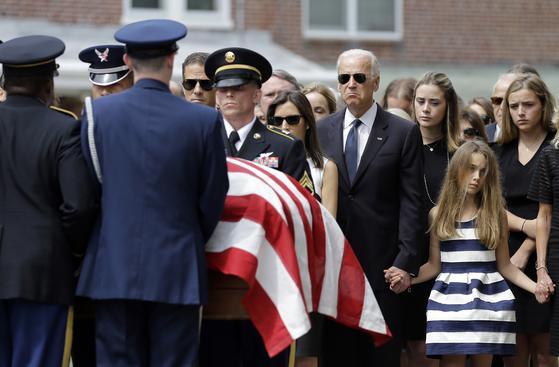 불편했던 해리스 바이든이 마음을 돌린 이유는 죽은 장남의 우정 때문이다