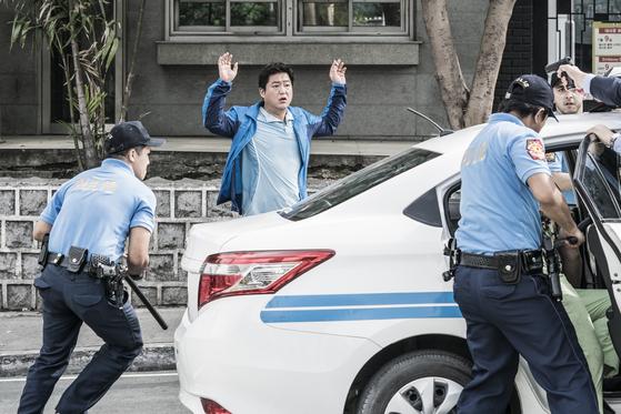 곽도원이 주연을 맡은 영화 '국제 수사'는 19 일 발표됐으며 코로나 19 상황 악화로 개봉을 일시적으로 연기했다. [사진 쇼박스]